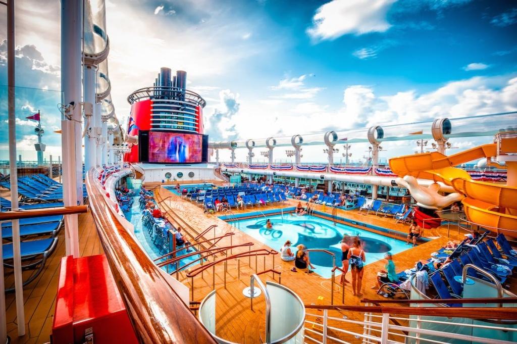 Disney Dream pool area